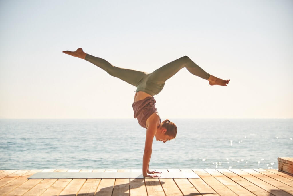 tap-yoga-cai-thien-giac-ngu-min